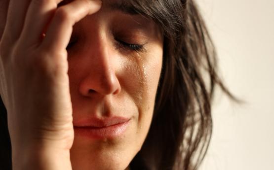 Երբ լաց եք լինում, ինչ է տեղի ունենում օրգանիզմում և ինչու պետք է չզսպենք լացը և լացենք