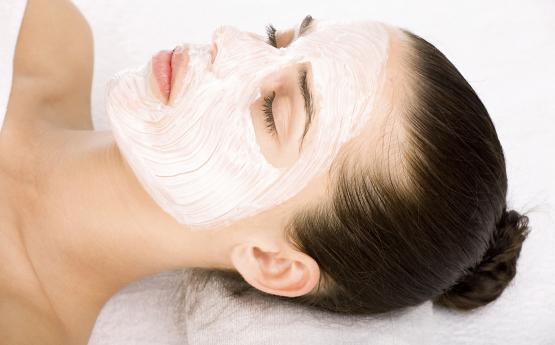 Մածունով այս դիմակը ձեր մաշկը կդարձնի ամենագեղեցիկը ՝ վերացնելով հետքերը, պզուկներն ու կնճիռները